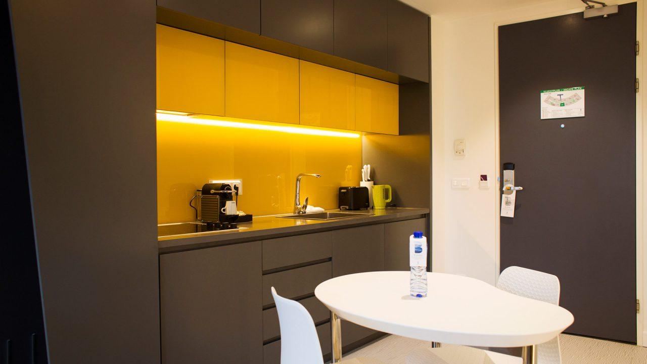 B-Aparthotel keuken in hotelkamer
